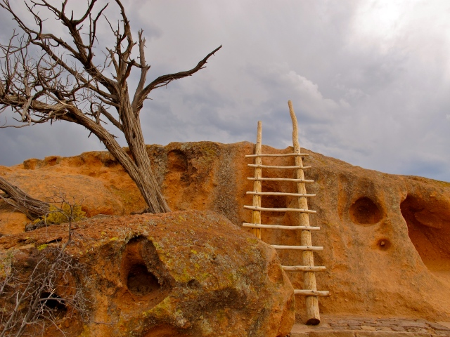 Bandelier National Monument is both ecological and archaeologically signature, with Native American artifacts and hieroglyphs.