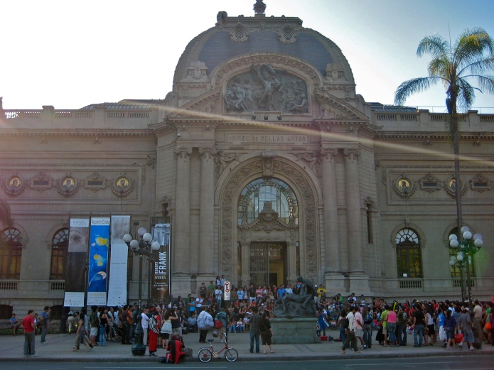 Dusk descends at the Museo de Bellas Artes