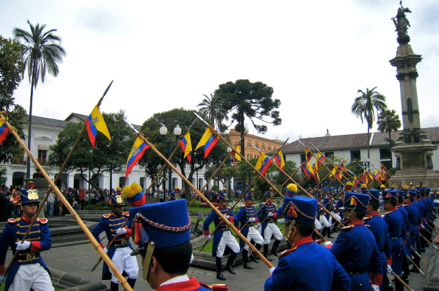 Soldiers assembled en la Plaza de la Independencia
