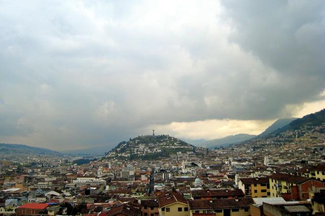 La Virgin del Quito watches over the city